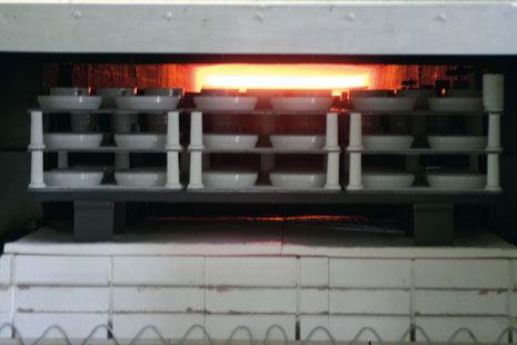 Porzellan-Brand erfolgt mit umweltfreundlichem Erdgas