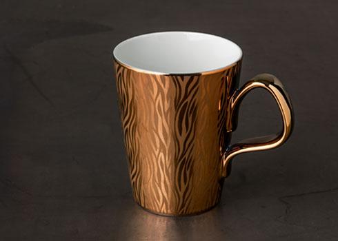 Porzellanbecher mit Metall-Art veredelt